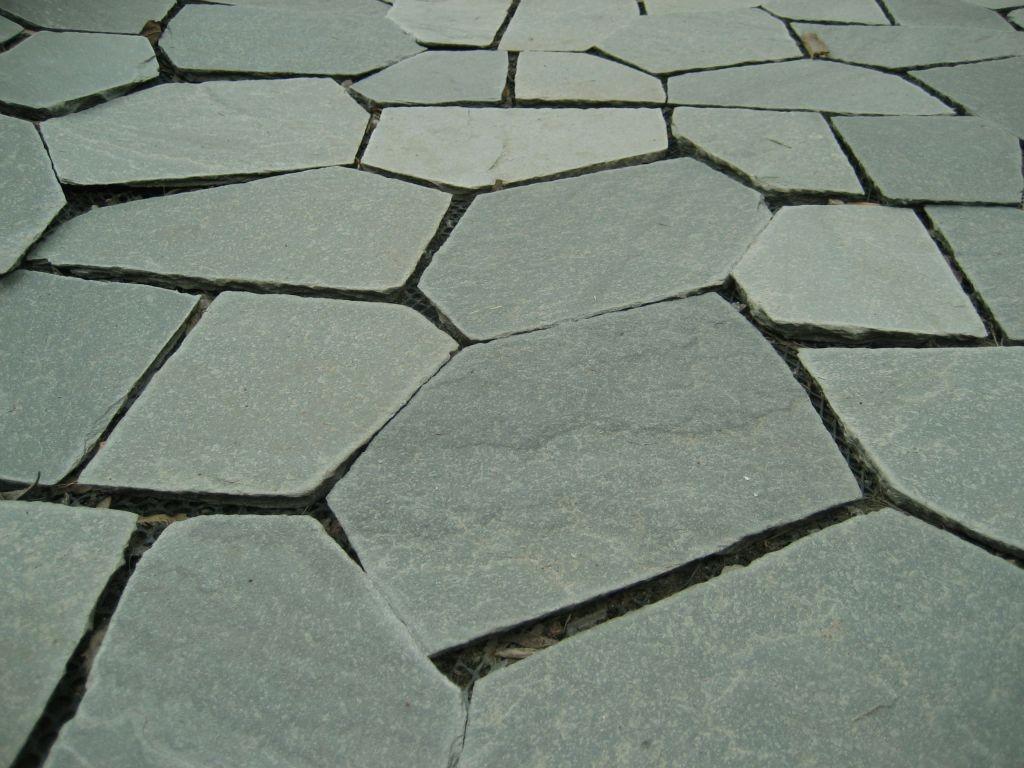Nepravidelný obkladový kameň